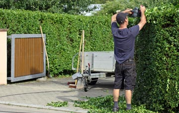 professional Sevenoaks Weald hedge cutting services